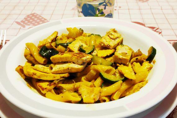 Pasta con tofu e zucchine